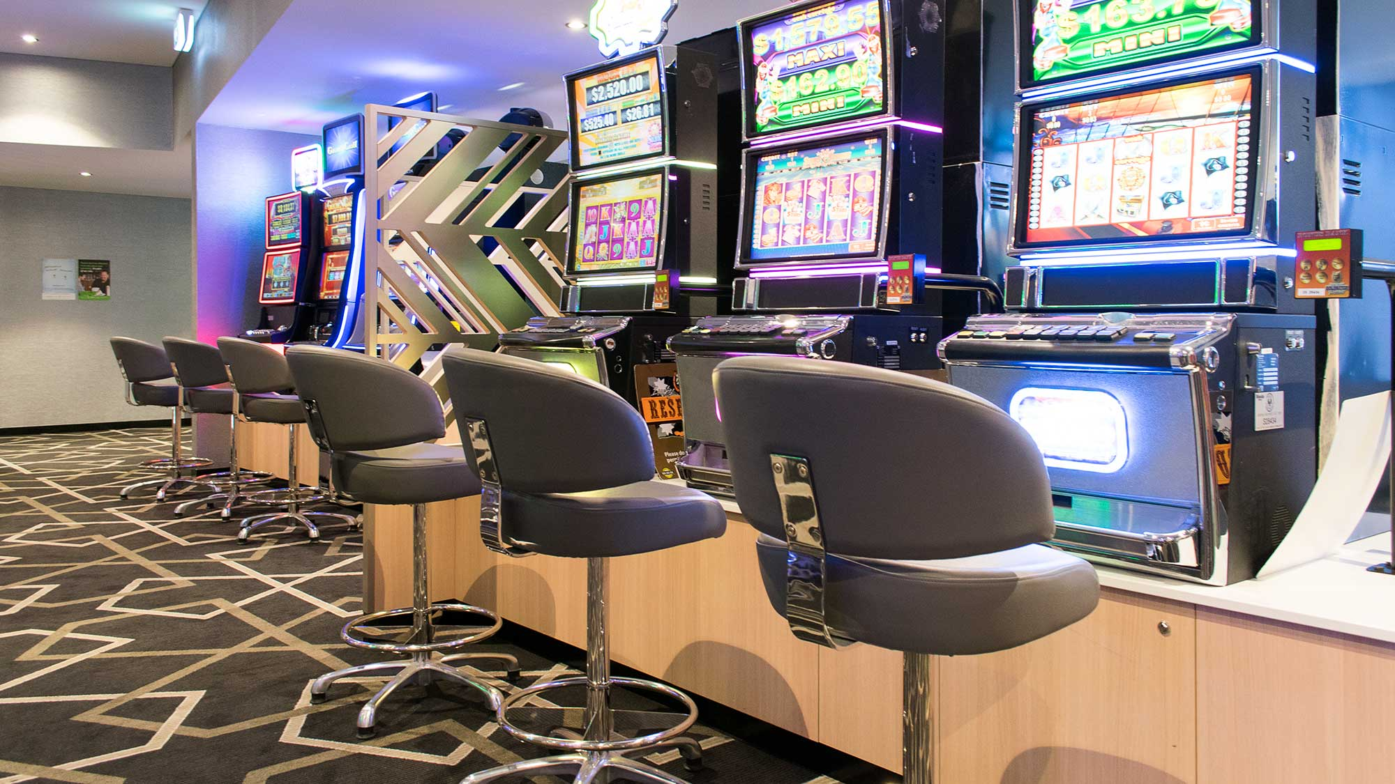 Bridgeway Hotel - Knox Gaming Stools